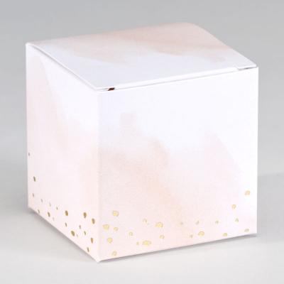 Kubusdoosje met roze aquarel en confetti in goudfolie (719.006)