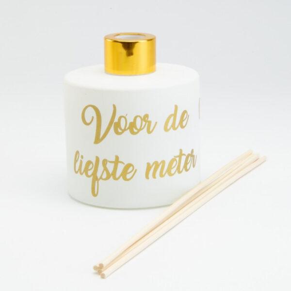 Rond mat witte parfumfles 'voor de liefste meter'